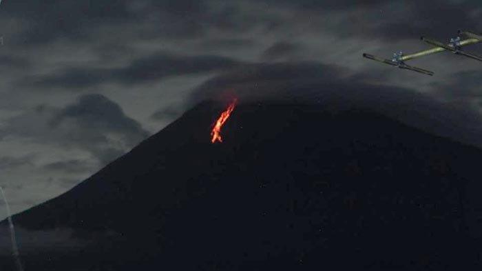 Gunung Semeru Menyemburkan Lava Lagi, Kali Ini Gugurannya Sejauh 900 Meter