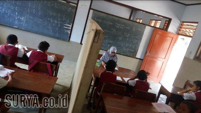 Trenyuh, Kondisi Sekolah di Tulungagung Ini Nyaris Ambruk, Ruang Kelas Pun Disekat