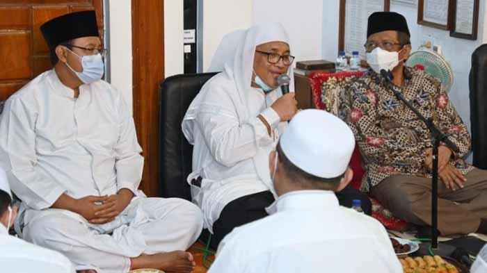Menkopolhukam Mahfud MD, Wali Kota Pasuruan Saifullah Yusuf ( Gus Ipul), KH Idris Hamid saat hadir dalam acara Khotmil Qur'an di Pondok Pesantren (Ponpes) Salafiyah Kota Pasuruan, Senin (3/5/20201).