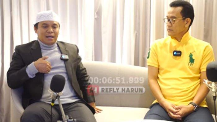 Gus Nur saat diwawancarai Refly Harun tentang Nahdlatul Ulama (NU). Video wawancara ini yang membuatnya ditahan di Mabes Polri.