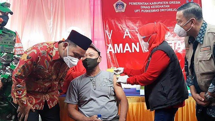 Vaksinasi Ratusan Pedagang Pasar di Gresik, Langsung Dipantau Gus Yani dan Bu Min