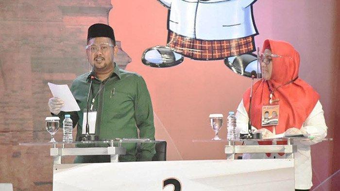 Fandi Akhmad Yani dan Aminatun Habibah (Niat) saat debat publik Pilbup Gresik 2020 di salah satu stasiun televisi swasta, Rabu (2/12/2020).