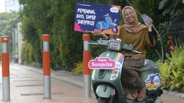 Mahasiswi UINSA Raih Vespa Dari AXIS Super Surprize