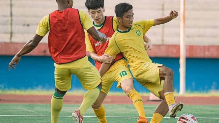 Pemain Persebaya Surabaya kembali berlatih setelah libur selama tiga hari.