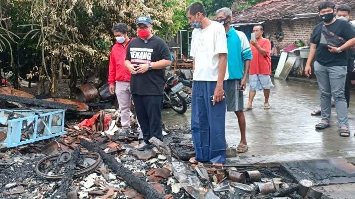 Mas Dhito Kunjungi Korban Kebakaran di Purwoasri Kediri, Kades Bantu Tumpangan sementara ke Korban