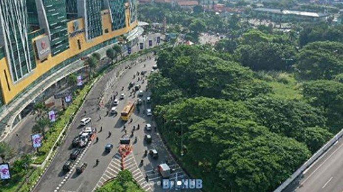 VIDEO Hari Kedua PSBB di Surabaya Bundaran Waru Lancar, Aturan Pembatasan Penumpang Dipertanyakan