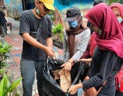 Mahasiswa Brawijaya Bersih-Bersih Kota Malang, Ini yang Didapat