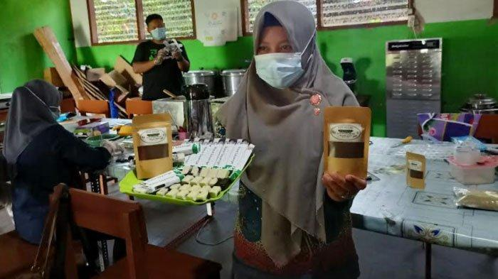 Siswa SMK di Kediri Buat Coeklat dan Kopi dari Daun Kelor, Pemasaran hingg Jawa Barat