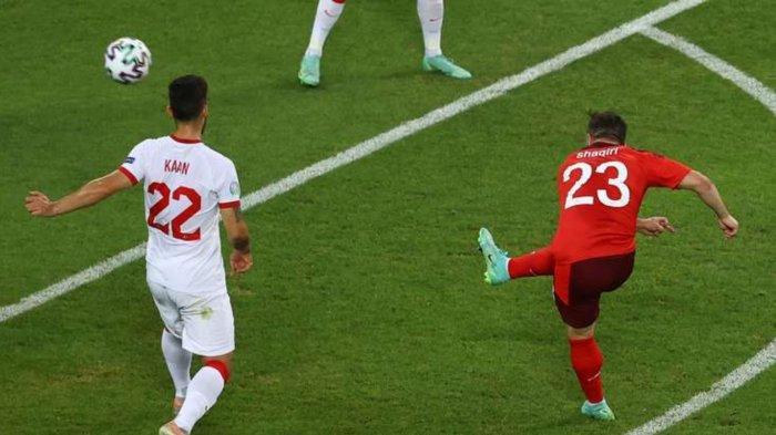 Hasil Skor Swiss vs Turki di babak pertama. Xherdan Shaqiri gandakan keunggulan.