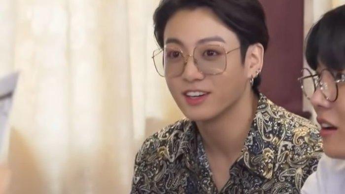 Heboh Jungkook BTS Pakai Baju Mirip Batik Sampai Disebut Mau Kondangan, Harganya Murah Meriah