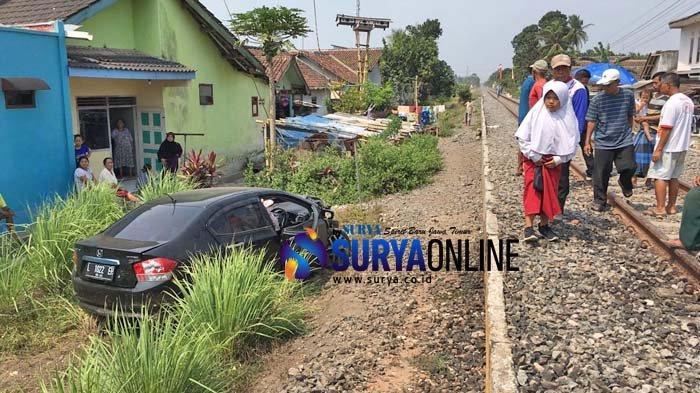 Honda City Vs KA Mutiara Timur di Jember, Warga Sebut Alarm Perlintasan Mati. 'Rusak Sebulan'