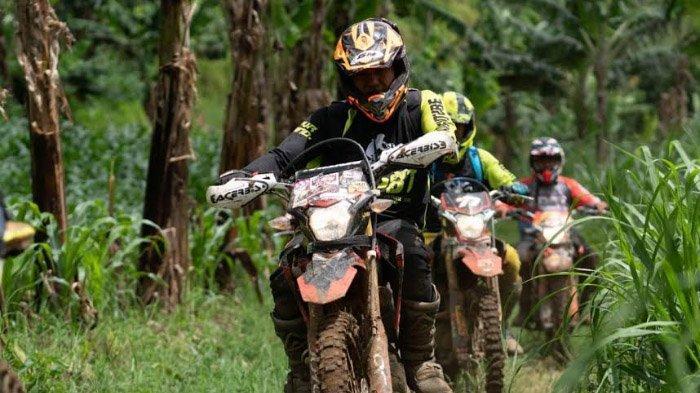 Ketangguhan Honda CRF150L Terbukti Nyata Saat Dipakai Menerabas Lembah Dieng dan Gunung Kawi