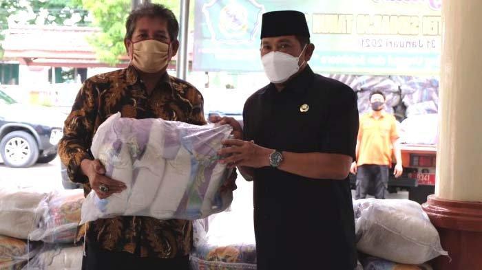 Pj Bupati Sidoarjo Kirim Bantuan Beras 3 Ton untuk Warga Terdampak Banjir di Tanggulangin