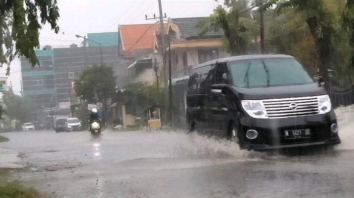 Hujan Angin Hantam Bangkalan, Ternyata Baru Awal dari Cuaca Ekstrem Sepekan ke Depan