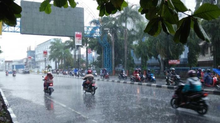 Ramalan Cuaca: Hujan Dominasi Wilayah Jawa Timur, Daerah Ini Justru Cerah Berawan. Mana Saja?