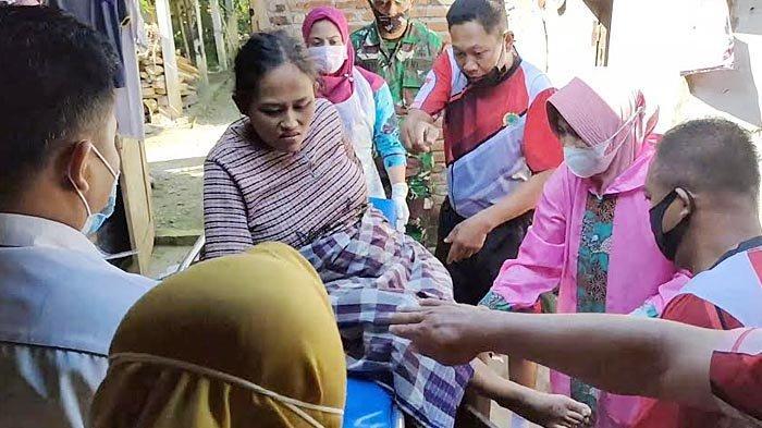 Seorang Ibu di Trenggalek Mendadak Melahirkan di Kamar Mandi, Dibantu Tentara yang Sedang Melintas