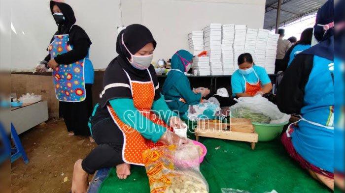 Kompaknya Ibu-ibu Gadang Kota Malang, Bikin Dapur Umum untuk Warga yang Isoman
