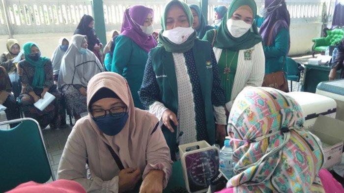 Ibu-Ibu Geruduk Kantor PKB Bangkalan, Pendaftaran Vaksinasi Massal Terpaksa Distop