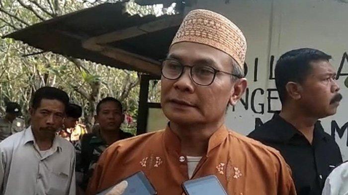 Johan Budi ditemui setelah pemakaman ibundanya di Mojokerto, Jumat (21/6/2019)