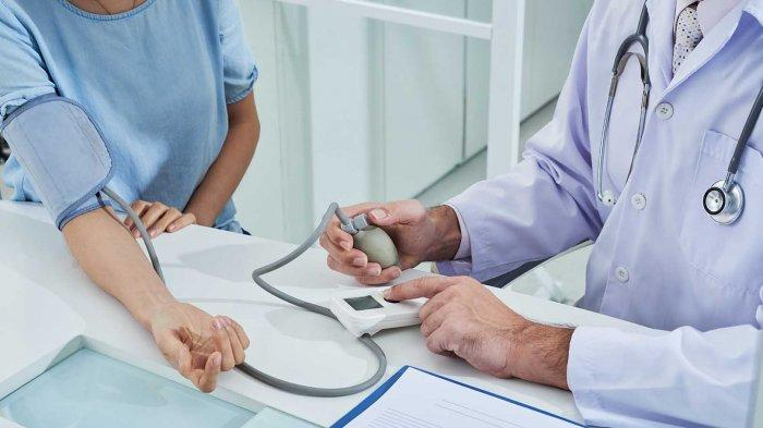 Ilustrasi penderita hipertensi atau tekanan darah tinggi yang dapat mengakibatkan stroke