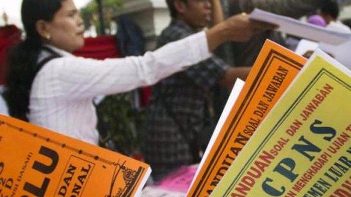 Manfaatkan Musim Rekrutmen, Banyak Calon CPNS Berkeliaran di Mojokerto