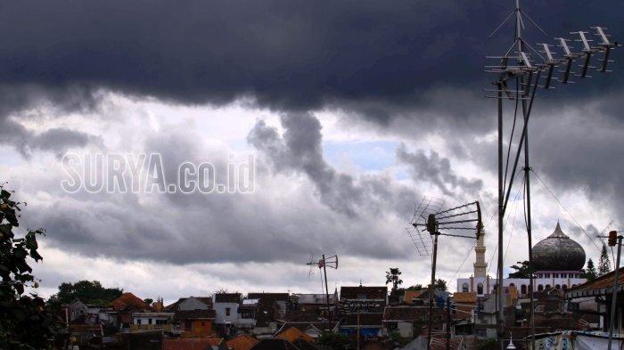 Prakiraan Cuaca Hari Ini, BMKG Juanda : Hujan Disertai Kilat dan Petir di Sejumlah Wilayah Jatim
