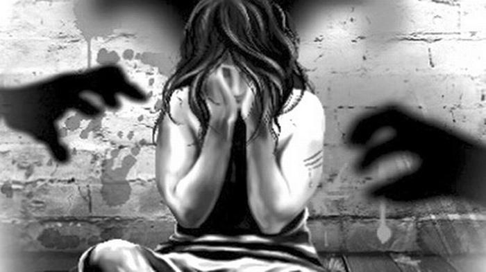 Dua Perempuan dan Satu Pria Memperkosa Gadis 18 Tahun di Parkiran Mobil