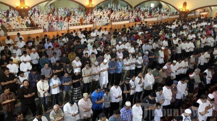 Niat Shalat Tarawih Sendiri di Rumah Berikut Tata Caranya, Serta Bacaan Doa Kamilin