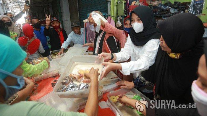 "Kunjungi Pasar Genteng Banyuwangi, Ipuk Cetuskan Program ""Hari Jumat Hari Pasar Rakyat"""