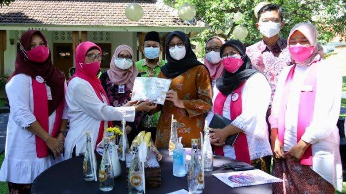 Ipuk Berbagi Semangat Bersama para Penyintas Kanker Payudara di Kabupaten Banyuwangi