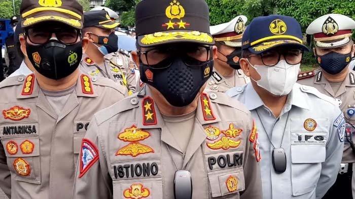 Kakorlantas Mabes Polri Irjen Pol Isitiono meninjau lokasi penyekatan Jalan A Yani depan Cito Mal Surabaya.