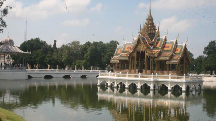 Istana Bang Pa In dan Kuil Buddha Berarsitektur Menyerupai Gereja Simbol Pengaruh Eropa di Thailand