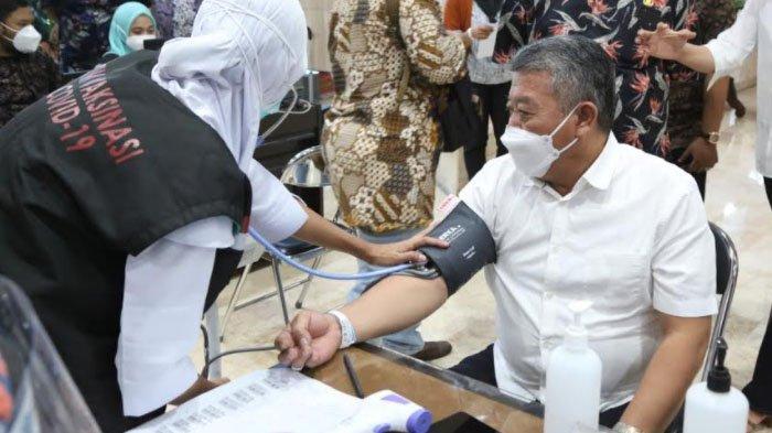 DPRD Jatim Ikuti Vaksinasi, Ajak Masyarakat Tak Ragu Pungkasi Pandemi