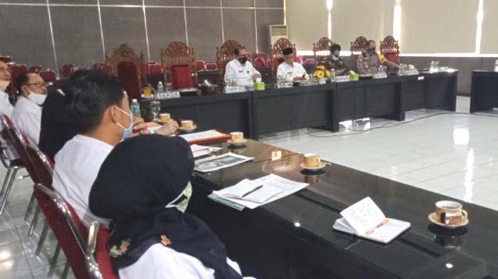 Pemkab Bondowoso Sikapi UU Cipta Kerja: jika Ada Pasal Memberatkan Masyarakat Diminta Duduk Bersama