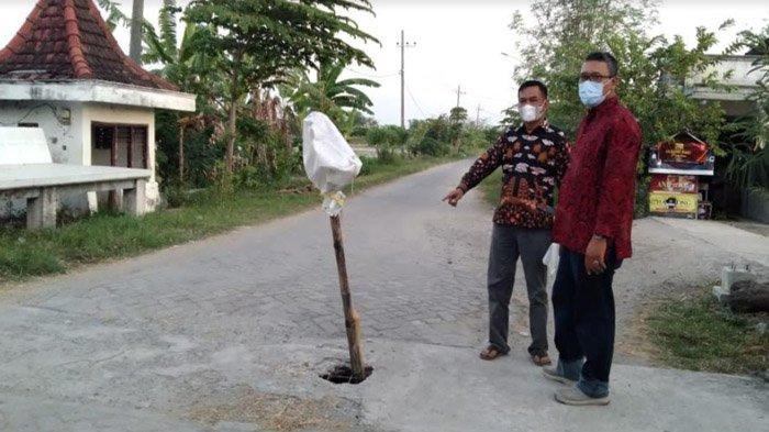 Desa di Gresik Ini Punya Jalan 'Anti Ngantuk' 1,5 KM, Sampai Ganti Bupati Tak Kunjung Dijenguk
