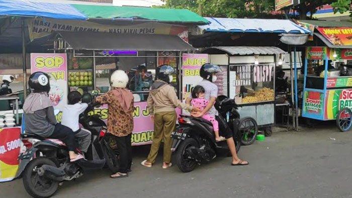 Asiknya Ngabuburit di Jalan Suromenggolo, Tempat Favorit Warga Ponorogo Berburu Takjil