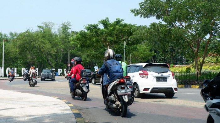 Akhir Pekan, Jalanan di Sekitar PTN di Surabaya Padat