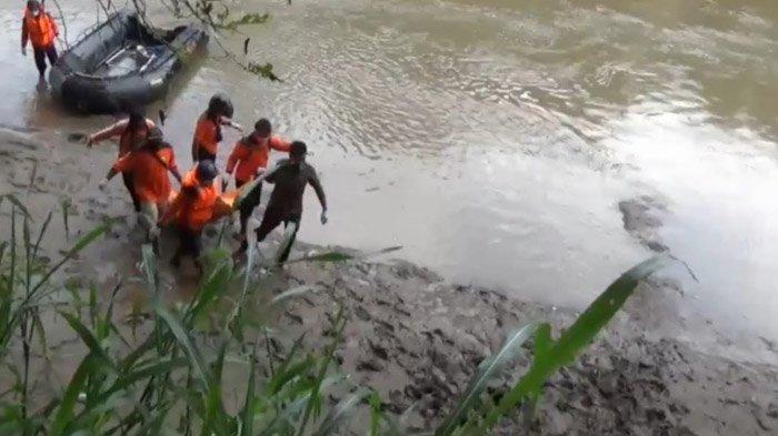 Pria Misterius Mengambang di Bengawan Madiun, Evakuasi Libatkan 6 Personel BPBD Ngawi