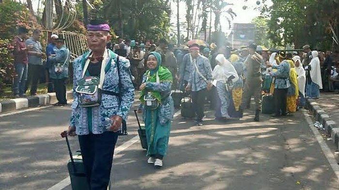 Ribuan CJH Asal Surabaya Batal Berangkat Tahun ini Dikabarkan Banyak yang Tarik Biaya Pelunasan