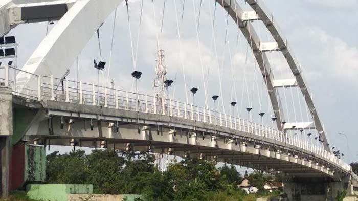 Jembatan Sosrodilogo Bojonegoro Mirip Suramadu, Ramai Dikunjungi Masyarakat untuk Spot Foto Selfie