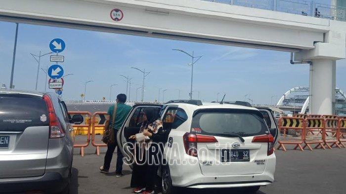Wisatawan Kecele Tak Bisa Nikmati Jembatan Surabaya : Jauh-jauh dari Bandung, Ternyata Kok Ditutup!