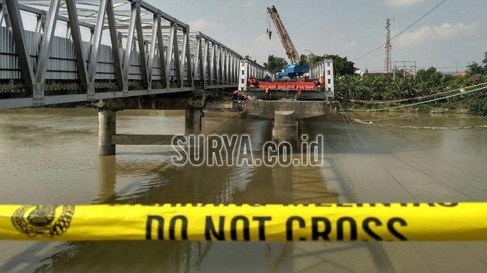 Bekas Material Jembatan Widang-Babat yang Ambruk Dipindahkan, Mulai Pengerjaan Jembatan Baru