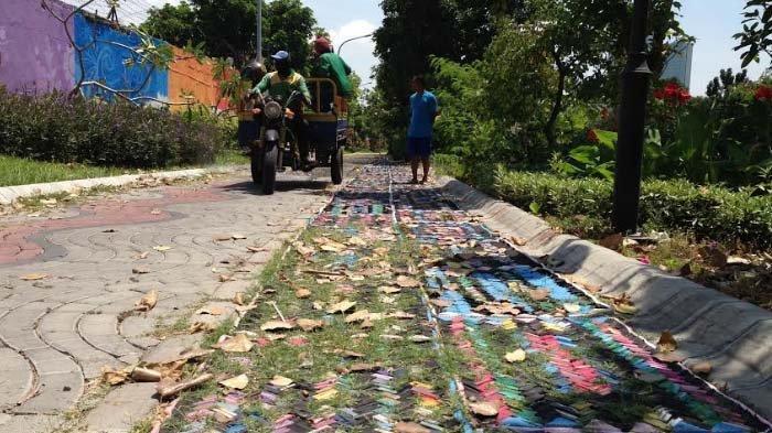 Jogging Track Berbahan Limbah Sandal Jepit di Keputran Surabaya Tak Terpakai