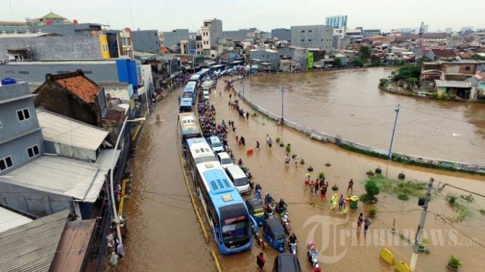 Beda Jokowi, Anies Baswedan & BMKG Soal Penyebab Banjir Jakarta. Siap-siap Banjir Lebih Besar