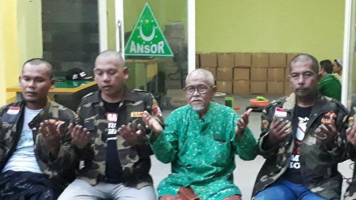 Jokowi Unggul Versi Quick Count Sejumlah Lembaga, Kiai dan Anggota Ansor Cukur Gundul