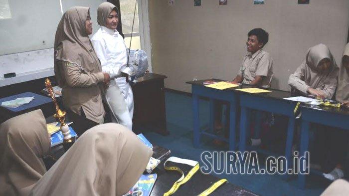 Gagal di Nomor Individu, Dua Siswa Smamda Juara Olimpiade Anggar Beregu di Brunei