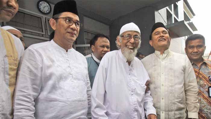 Jusuf Kalla Tanggapi Batalnya Ustadz Abu Bakar Baasyir Bebas : Saat-saat Akhir Ini Hidup Tenang Lah