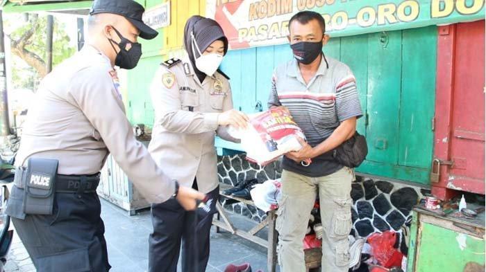 Baksos Bhayangkara Untuk Negeri, Jajaran Polresta Malang Kota Bagi Sembako ke Warga Terdampak Covid