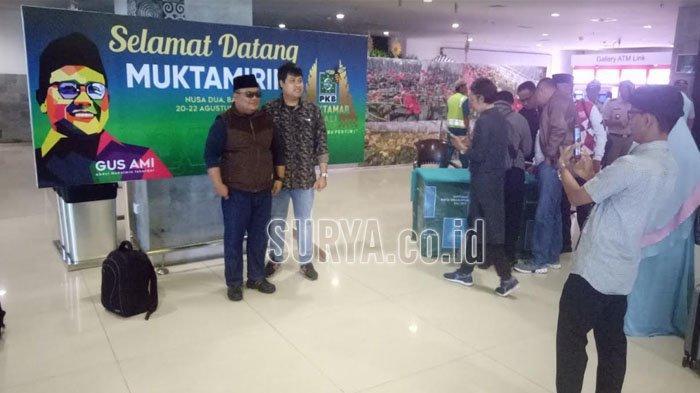 Panitia Muktamar PKB Sambut Kedatangan Para Muktamirin di Bandara Ngurah Rai Bali