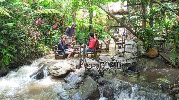 Kafe Ketjeh di Coban Jahe, Desa Taji, Kecamatan Jabung, Kabupaten Malang.